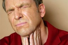 Причины, симптомы и методы лечения гнойных пробок в горле