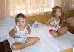 Дети занимаются дыхательной гимнастикой