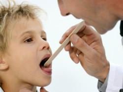Ребенок у врача. Фото 1.