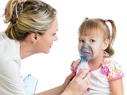 Фото 1.Ребенок с небулайзером