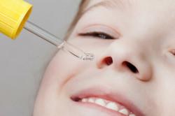 Фото 2. ребенко и капли в нос
