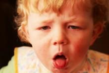 Симптомы, первая помощь и профилактика подскладочного ларингита