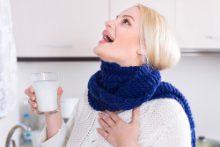 Полоскание горла при фарингите: эффективные растворы и правила проведения
