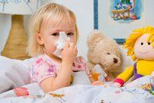 Как лечить насморк с белыми выделениями у ребенка