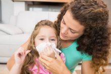 Что означают желтые сопли у детей и как их лечить