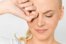 Почему от насморка возникает боль в глазах и что с этим делать