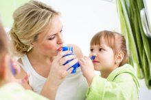 Промывание носа солевым раствором при насморке